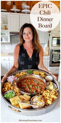charcuterie board EPIC Chili Dinner Board is a must for next gathering! Serve this simple yet hardy dinner board for an impressive and delicious dinner Mexican Food Recipes, Beef Recipes, Soup Recipes, Cooking Recipes, Recipes Dinner, Cooking Tips, Party Appetizer Recipes, Detox Recipes, Muffin Recipes