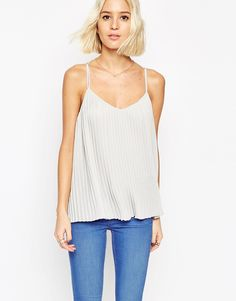 I have been looking for a cute going out top for ages, and now I finally found it. Would look great with my skinny jeans! Find it here: http://asos.do/K7KFUm