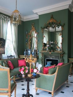 green interior design inspiration Carolyne Roehm Chisholm House A Chinoiserie, Decor, House Interior, Perfect Living Room, Living Room Decor, Interior Design Inspiration, Interior, Green Interior Design, Green Interiors