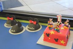 This is a first birthday cake for triplets with individual smash cakes that look like hats with mouse ears. Cousin Birthday, Baby 1st Birthday, First Birthday Cakes, First Birthday Parties, First Birthdays, Triplets, Twins, Smash Cakes, Mouse Ears