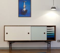 Home | Meubels > Opbergen > Dressoirs > | FJ 5507 / 5500 dressoir | Histoire