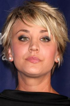 short layered hairstyle for blondes