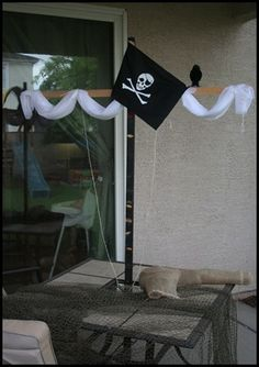 PATIO TABLE TRANSFORMED INTO A SHIPS MAST