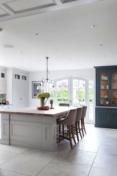 The English Tapware Company Kitchen Design Ideas Beautiful Kitchen Designs, Beautiful Kitchens, Dream Kitchens, Kitchen Cabinetry, Kitchen Flooring, Shaker Cabinets, Home Decor Kitchen, Kitchen Furniture, Townhouse Interior