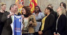 Alberto Fabra con el Ros Casares, campeón de la Euroliga y la Liga Femenina 2012.