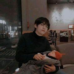Cute Asian Babies, Cute Babies, Taekook, Fanfiction, Cute Kids Pics, Fandom Kpop, Father And Baby, Kpop Couples, Bts Memes Hilarious