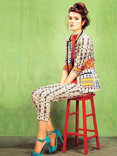 I am so over black pants and match-y pantsuits. Give me mixed patterns and colour, stat!