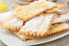 Simple and delicious, the desserts of the Italian Carnival are recipes that have centuries of history. As the Cenci, whose origin dates back to ancient Rome. Chiacchere calls them Pastry Shop, Ravioli, Bon Appetit, Biscotti, Apple Pie, Fries, Muffin, Yummy Food, Sweets