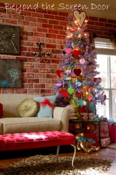 turn christmas decor into valentine | ... she decided to turn her Christmas Tree into a Valentine Tree! Why not