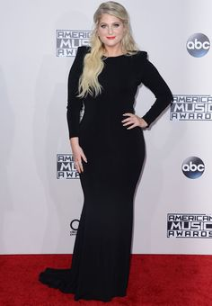 American Music Awards 2015 : les looks du tapis rouge Vanity Fair, American Music Awards 2015, Meghan Trainor, Red Carpet, People, Glamour, Portrait, Formal Dresses, Chic