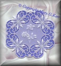 Pergamano by Bonnie Parchment / Mary G. Vellum Crafts, Vellum Paper, Paper Crafts, 123 Cards, Parchment Design, Parchment Cards, Card Patterns, Paper Cutting, Machine Embroidery Designs