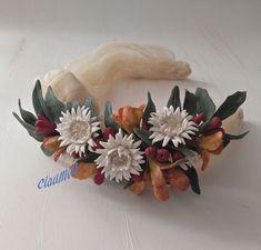 Claumon. Diseño y fabricación artesanal de accesorios. www.claumon.com Pasta Flexible, Flower Crafts, Wreaths, Fall, Flowers, Handmade, Decor, Hair Combs, Head Bands