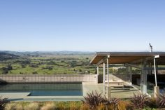 Foothills House  / Strachan Group Architects