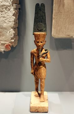 Amun statuette with shuti feathers, from Thebes. God Pictures, Prehistory, Ancient Egypt, Deities, Candle Sconces, Spirit, African, Bronze, Sculpture