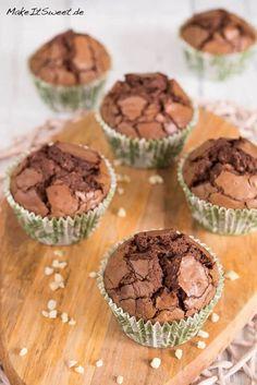 Ein einfaches Rezept für glutenfreie Muffins mit Nutella und gehackten Mandeln. Die Muffins bestehen aus vier Zutaten und sind schnell zubereitet.