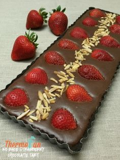 ThermoFun No Bake Strawberry Chocolate Tart Recipe - Oreos, chocolate, cream, nuts and fresh strawberries – can life possibly get any better than this? Yes it can – by not having to even bake this scrumptious decadent dessert! Tart Recipes, Sweet Recipes, Dessert Recipes, Cook Desserts, Yummy Recipes, Baked Strawberries, Chocolate Strawberries, Strawberry Desserts, Covered Strawberries