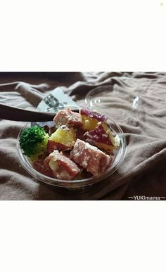 電気圧力鍋の蒸しキーを使ってお弁当やサンドウィッチに便利なおかずサラダを作りました♪ このままおにぎりの具や 牛乳などを➕してスープにもお楽しみ下さい(^-^)