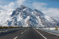 The Friendship Highway to Nepal: The most spectacular roads in the world - The road connecting Lhasa in Tibet to Kathmandu in Nepal is 920 kilometers long and crosses three mountain passes from a height greater than 5000 meters. A high-flying journey that allows us to observe some of the most beautiful landscapes of the Himalayas. © piccaya - Fotolia.com