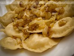Pierogi z płuckami wieprzowymi Pierogi Recipe, Polish Recipes, Delicious Dinner Recipes, Dumplings, Summer Recipes, Macaroni And Cheese, Delish, Food And Drink, Lunch