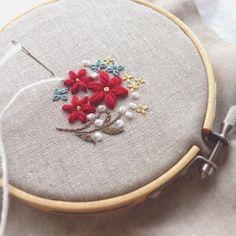 秋冬物のために毛糸で刺繍はじめました。 モコモコあったか〜♪