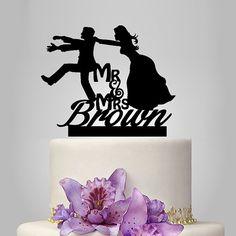 Haut de forme de gâteau de mariage drôle