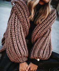 Knitwear Fashion, Knit Fashion, Sweater Fashion, Winter Fashion Outfits, Stylish Outfits, Crochet Clothes, Diy Clothes, Crochet Girls, Sweater Knitting Patterns