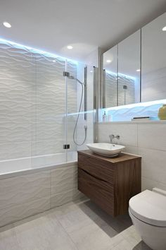 Bathroom renovations, white textured wall, pale cream floor tiles, mirrored cupboards and ceiling bathrooms without tiles – 50 alternative design ideas Bathroom Vanity Lighting, Bathroom Faucets, Bathroom Wall, White Bathroom, Bathroom Interior, Small Bathroom, Ideas Baños, Tile Ideas, Lavabo Design