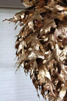 Im Herbst basteln: Lampe aus Blättern selber machen