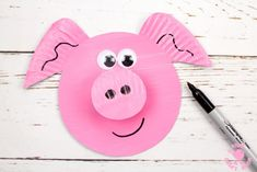 Make a cute Paper Plate Pig Twirler! This easy pig craft is quick. Hold the pig twirler craft up and blow to see it spin. A fun paper plate craft for kids. Paper Plate Crafts For Kids, Animal Crafts For Kids, Craft Activities For Kids, Diy For Kids, Paper Crafts, Pig Crafts, Daycare Crafts, Preschool Decor, Kids Magnets