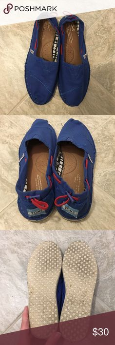 Toms shoes Toms worn only 4 times at most. In great condition. The only sign of wear is on the bottoms. Make me an offer! TOMS Shoes Flats & Loafers