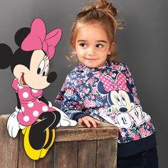 Un #sweatshirt #Minnie joliment coloré pour égayer vos journées d'hiver sur www.tous-les-heros.com #mode #enfants #modeenfant #touslesheros #lamodeàpetitprix #disney