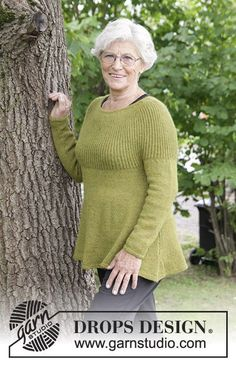 Evergreen / DROPS 180-11 - Knitted jumper with round yoke, English rib and A-shape, worked top down. Sizes S - XXXL. The piece is worked in DROPS Alpaca.