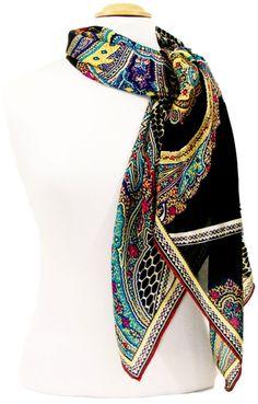 Carré de soie noir indie 105 x 105 cm premium. Découvrez + de 100 modèles de foulards en soie sur la boutique mesecharpes.com. Port gratuit