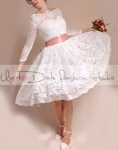 Gorgeous, stately wedding dress, while still maintaining a delicate fairy feel to it. perfect for beach weddings, Elegant textured lace with