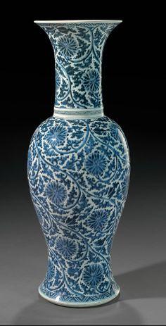 A blue and white phoenix tail' vase, Kangxi period (1662-1722)