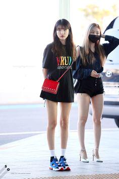 Pin Image by Bunda Hijaber Kpop Outfits, Korean Outfits, Girl Outfits, Cute Outfits, Stylish Outfits, Fashion Idol, Girl Fashion, Fashion Outfits, Korean Airport Fashion