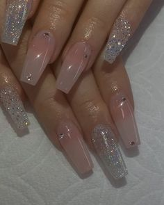 On average, the finger nails grow from 3 to millimeters per month. If it is difficult to change their growth rate, however, it is possible to cheat on their appearance and length through false nails. Acrylic Nails Natural, Summer Acrylic Nails, Best Acrylic Nails, Acrylic Nail Designs, Spring Nails, Summer Nails, Pastel Nails, Gorgeous Nails, Pretty Nails