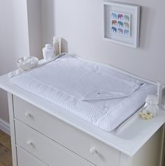 The Clair de Lune Luxury Marshmallow Changing Mat - White is perfect for late night nappy changes as it is super soft, comfortable and absorbent. Change Table Mat, Change Tables, Baby Changing Mat, Baby Comforter, Nursery Bedding, Nursery Decor, Soft Furnishings, Honeycomb, Luxury
