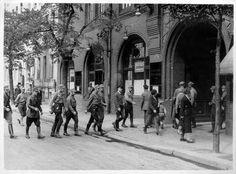 Exponat: Photo: Gewerkschaftshaus von SA besetzt, 1933