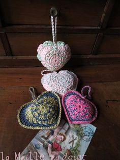 crochet puffy hearts