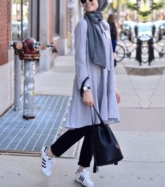 42 Beautiful Hijab Fashion to Copy Right Now - Fashionetter Hijab Casual, Hijab Chic, Casual Outfits, Street Hijab Fashion, Muslim Fashion, Modest Fashion, Fashion Outfits, Hijab Wear, Hijab Dress