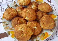 I used to live in Sicily, and these stuffed rice balls were a favorite of mine! 'Arancini' means 'Little Oranges' in Italian, named so because the little breaded rice balls resemble small oranges so much. Arancini Recipe, Rice Bread, White Cheese, Cheese Pies, Thing 1, Rice Balls, Cooking For One, Balls Recipe, Yams