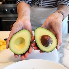 TOOLBOX: PIT AN AVOCADO | Moomah the Magazine