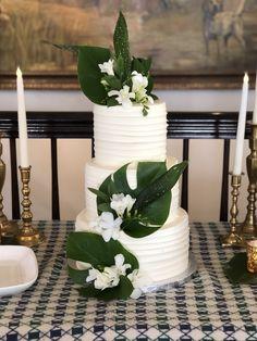 Tropical Baby Shower leaves on cake. Hawaii Wedding, Our Wedding, Destination Wedding, Wedding Planning, Dream Wedding, Church Wedding, Fall Wedding, Rustic Wedding, Wedding Cake Designs