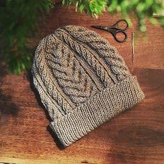 Ravelry: Lake Reed pattern by Asita Krebs - women of code Mens Crochet Beanie, Crochet Mittens, Crochet Slippers, Knit Or Crochet, Free Crochet, Knitted Hats, Knitting Stitches, Knitting Patterns Free, Free Pattern