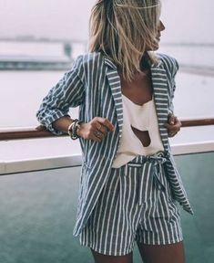 10 Zomer essentials voor in je kledingkast Summer Outfit ideas Street style Trendy Summer Outfits, Spring Outfits, Casual Summer Style, Women's Summer Clothes, Daily Dress Me, Look Blazer, Striped Blazer Outfit, Striped Shorts, Inspiration Mode