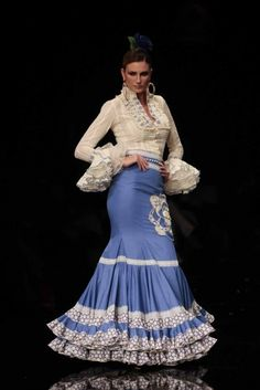 Cerrando Simof 2012, Wedgewood blue and cream flamenco dress.