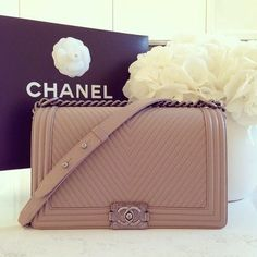 Perfect nude Chanel handbag. #chanel #armcandy