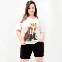 Camiseta Vassoura de Bruxa Camiseta Plus Size Estampa exclusiva vassoura de bruxa. Esta camiseta vai fazer você voar na imaginação #camisetaplussize #plussize #modaplussize #modaplussizebrasil #mulherplussize #mulheresplussize #tamanhogrande #vickttoriavick #modaplussizebr #plussizebrasil #plussizefashion #modagg #moda #fashion #feitonobrasil #plussizes #plussizebr #gordinhasdobrasil #modafemininaplussize #somosplussize #lojaplussize #lojafeminina #mulheresreais