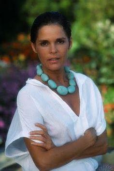 Ali Macgraw, a classic beauty Ali Macgraw Love Story, Beautiful People, Beautiful Women, Advanced Style, Ageless Beauty, Classic Beauty, Style Icons, Fashion Beauty, Babe